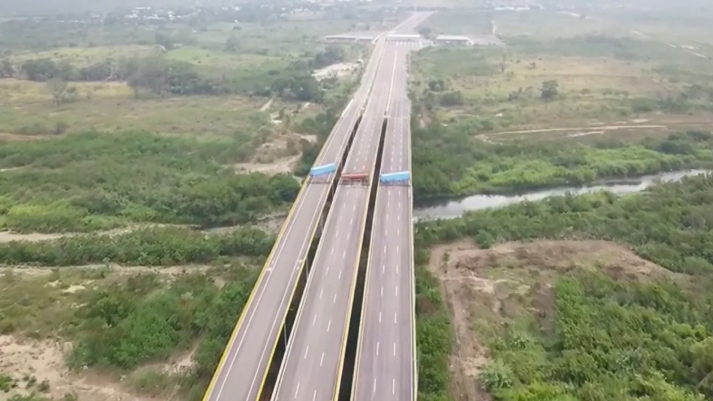 Venezuela closes border with Brazil, Colombian crossings may be next
