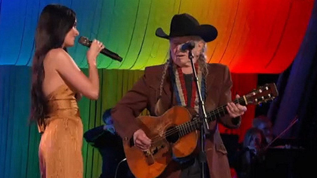 Willie Nelson, Kacey Musgraves share sweet CMA Awards duet