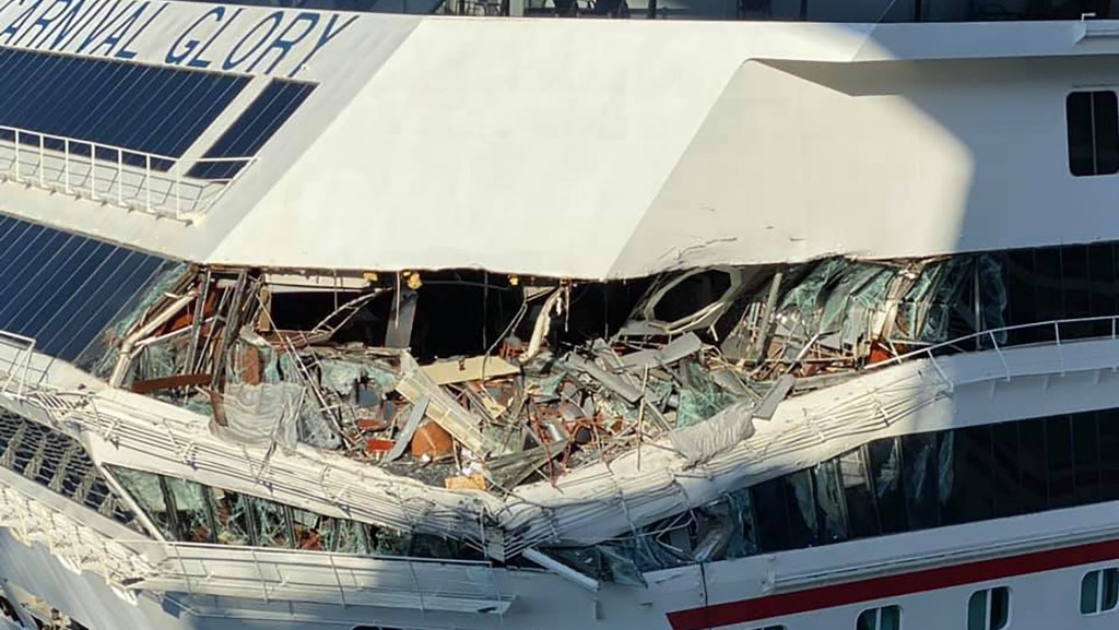 2 Carnival cruise ships collide in Cozumel