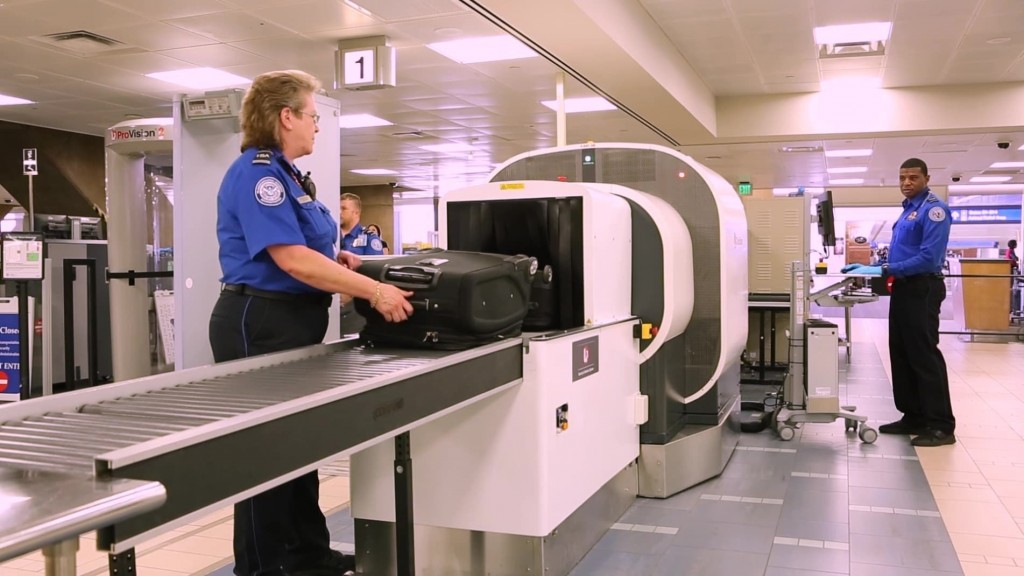 More than 1,000 TSA employees still owed back pay