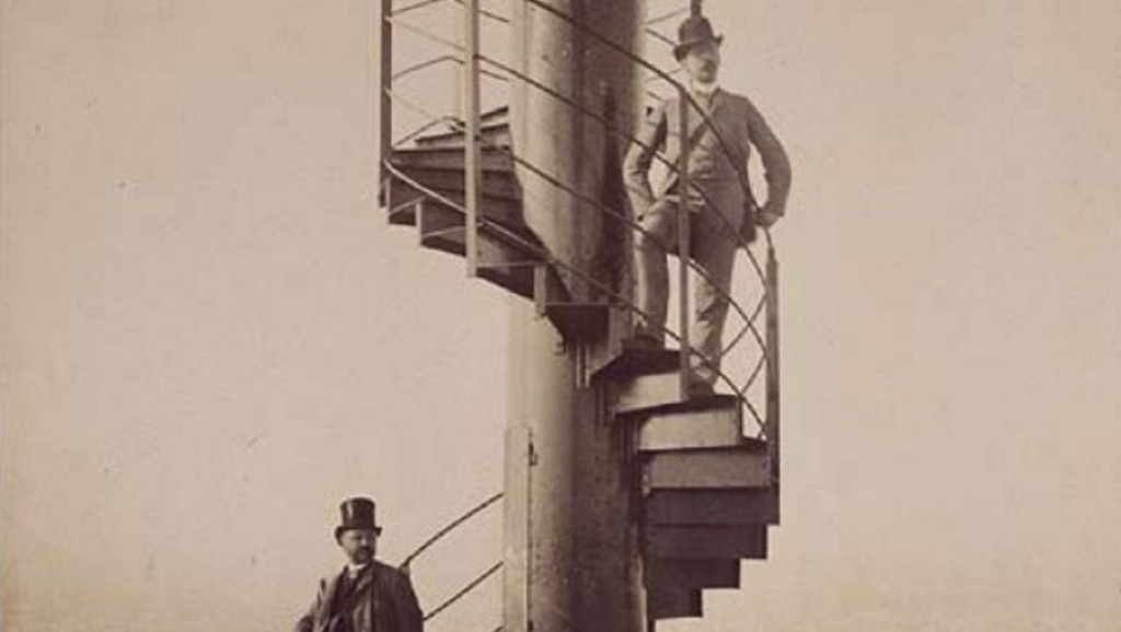 Original Eiffel Tower staircase goes to auction