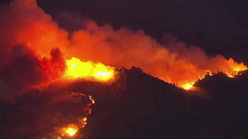 Northern California wildfire threatens hundreds of homes