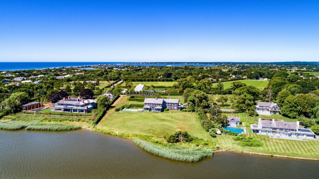 Luxury homes in Hamptons selling at steep discounts