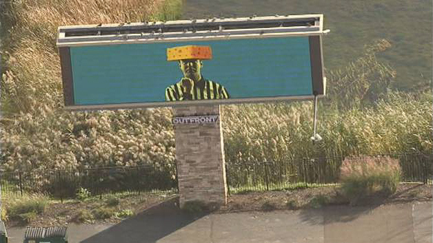 Cheesehead ref billboard pops up after controversial football game