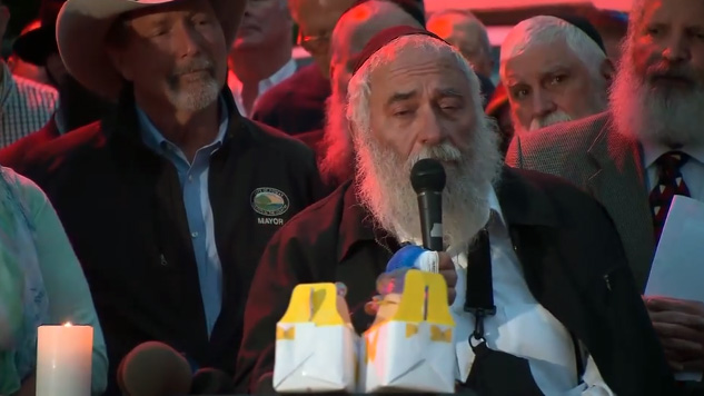 Wounded rabbi addresses congregation moments after shooting