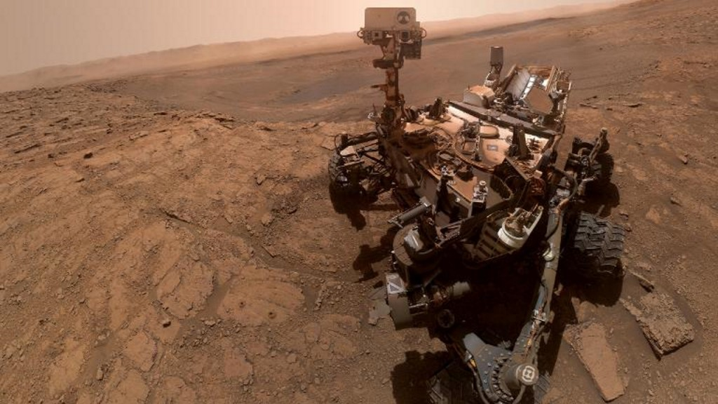 Curiosity rover snaps new selfie while conducting experiment