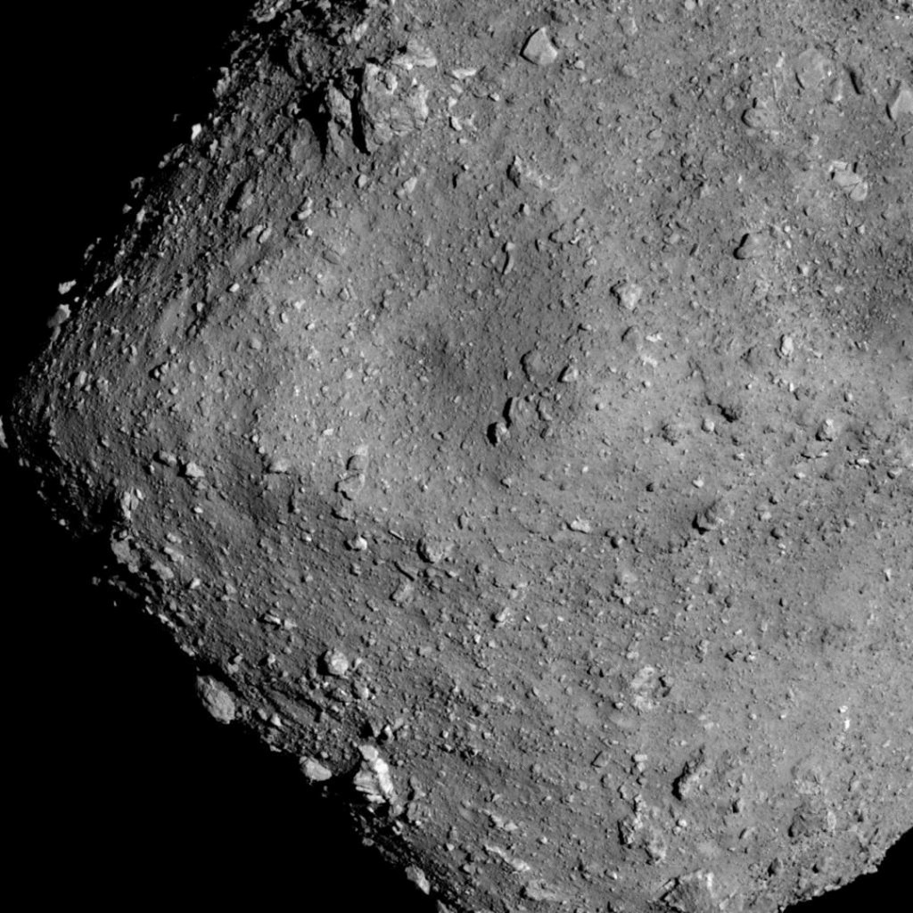 Japan asteroid probe makes 'tantalizing' solar system discoveries