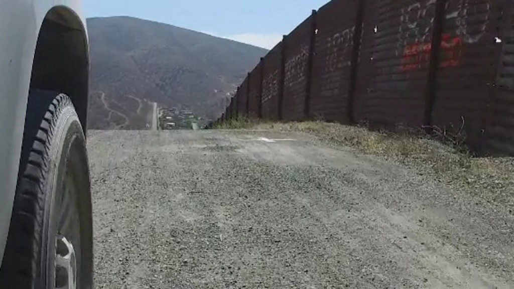 WaPo: Smugglers in Mexico sawing through parts of Trump's border wall