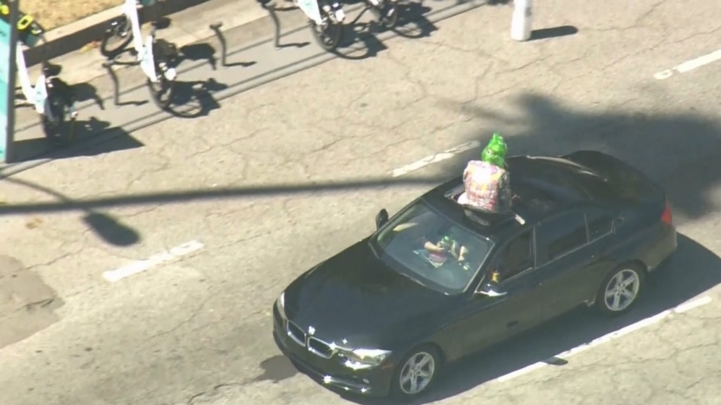 Clown with prop chain saw leads police on Calif. chase