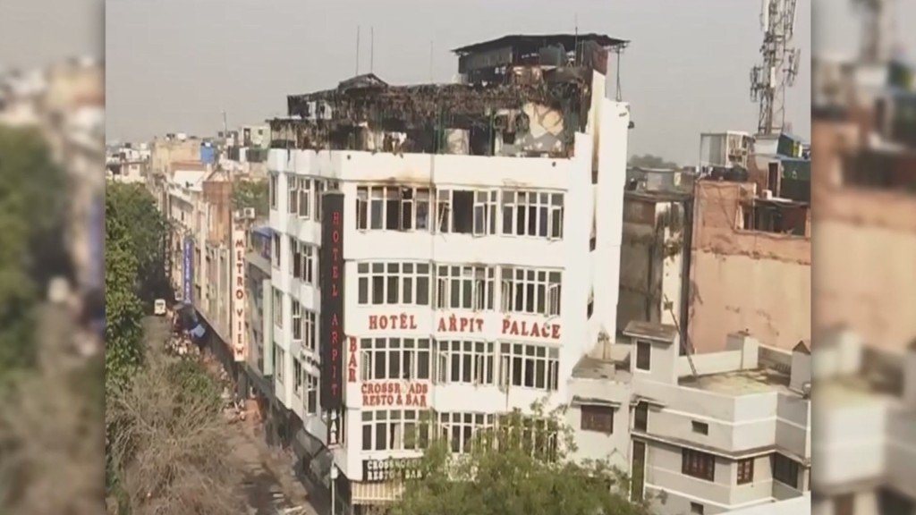 At least 17 dead in New Delhi hotel fire