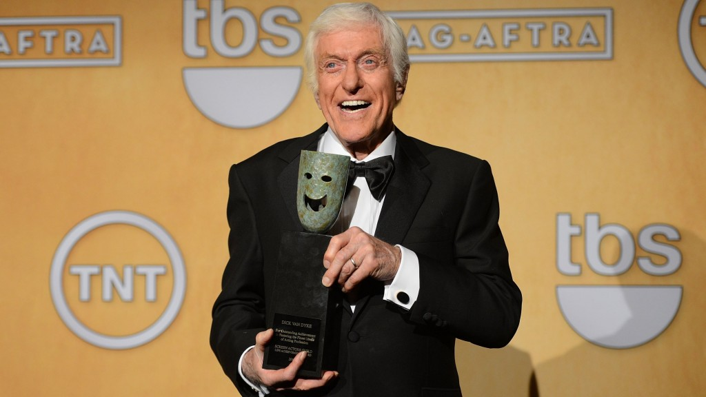 Dick Van Dyke paid Walt Disney to play 2 roles in 'Mary Poppins'