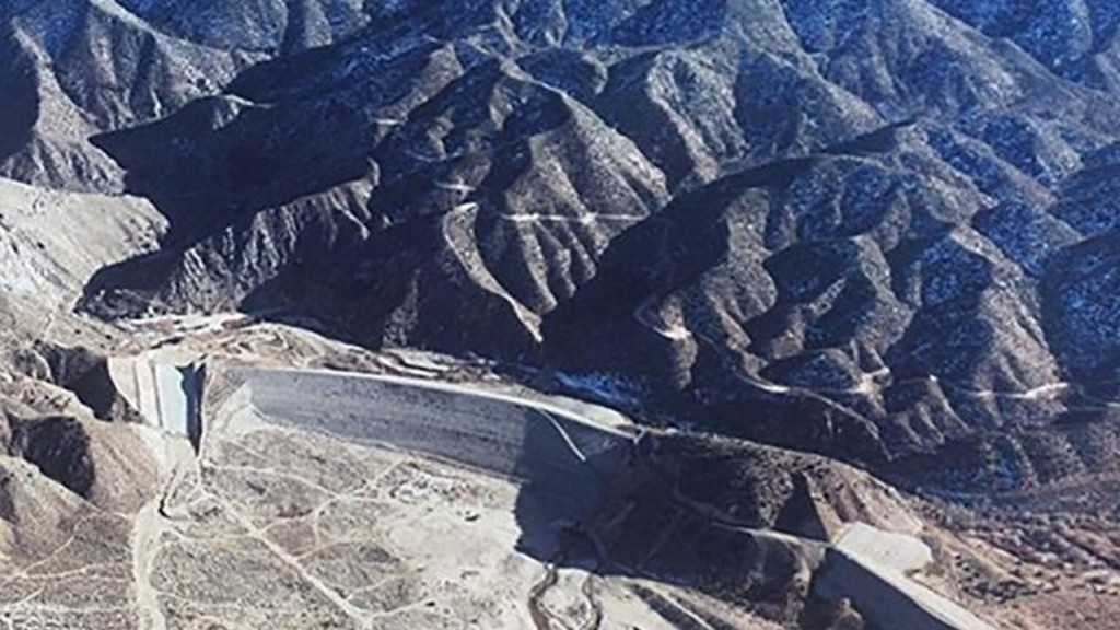 More than 300,000 Californians downriver of dam that 'could fail'