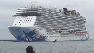 Passengers hurt as cruise ship tilts under 115 mph gust