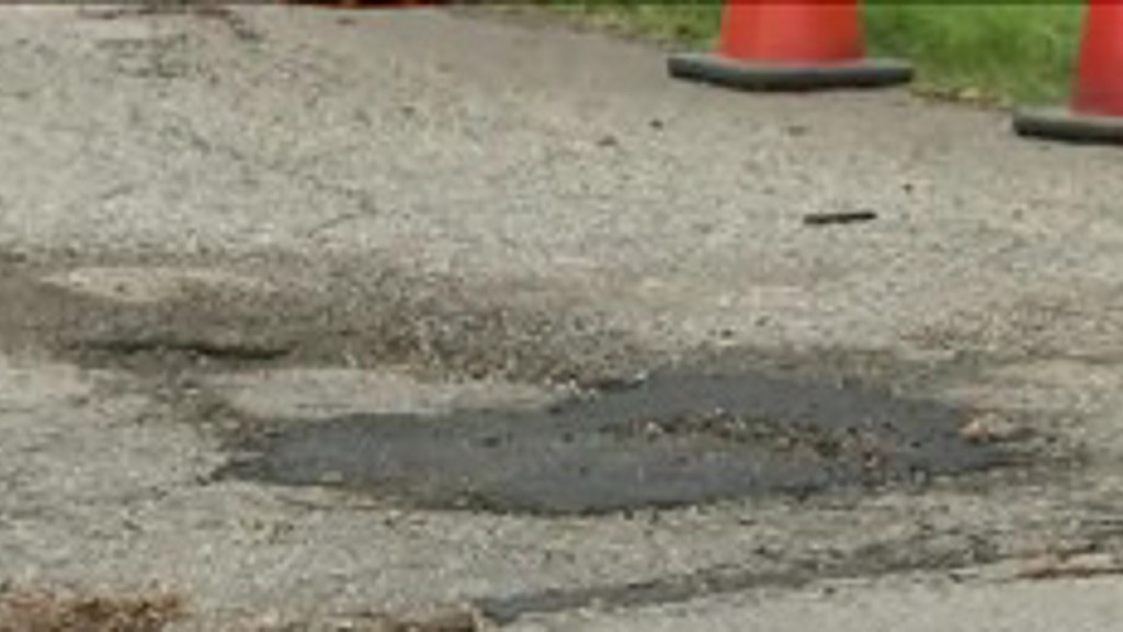 Man who threw party for pothole celebrates after it is fixed