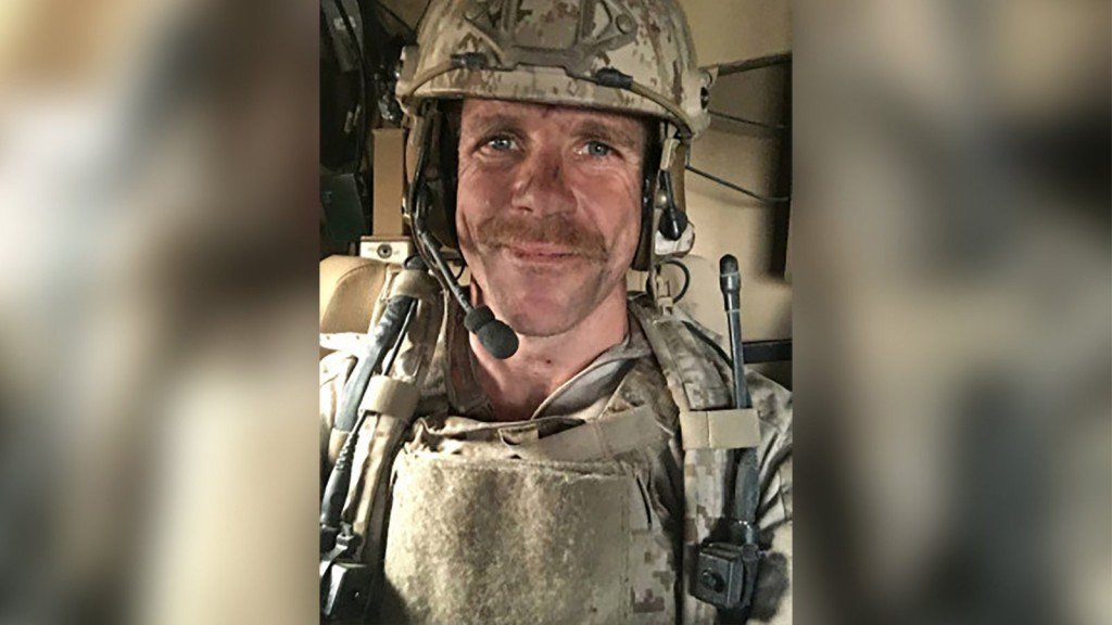 Trump won't allow Navy to punish SEAL who posed with dead body