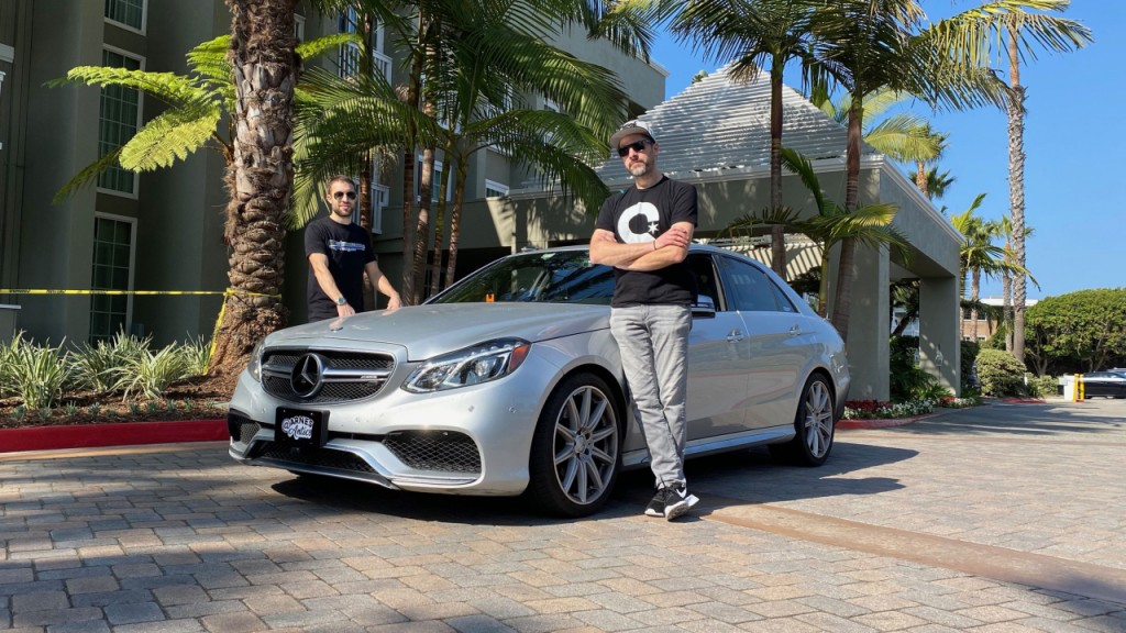 Team breaks 'Cannonball Run' cross-country driving record