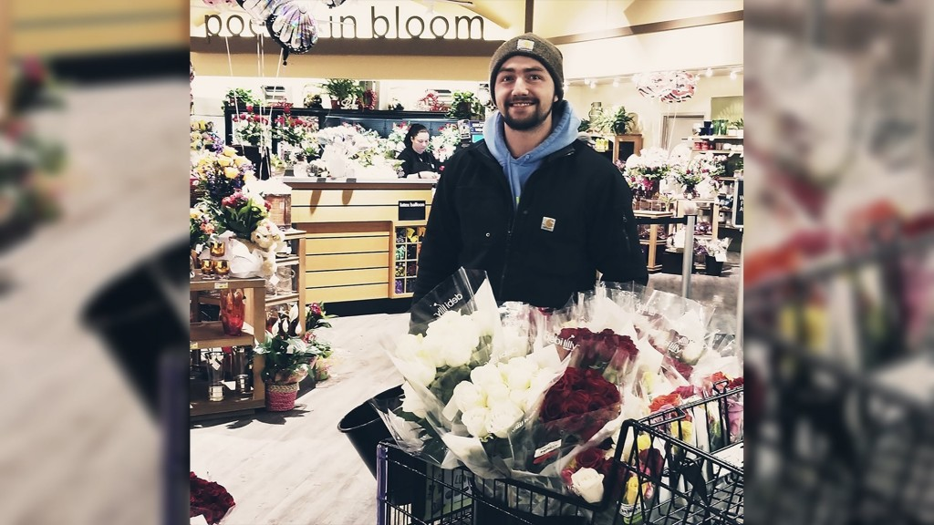 Every year, these Washington men give roses to widows, military wives