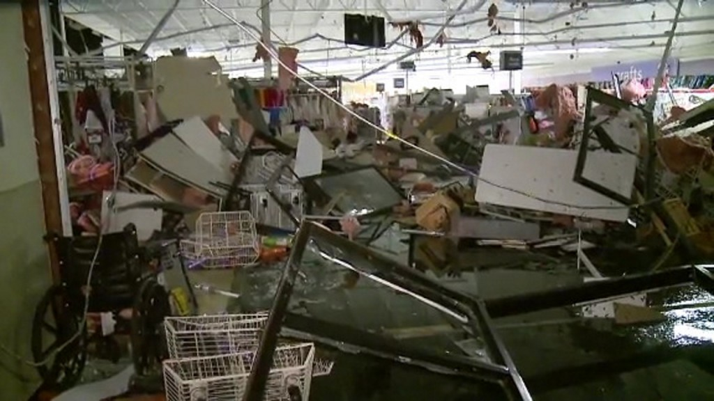 South Dakota hospital evacuated after tornado hits