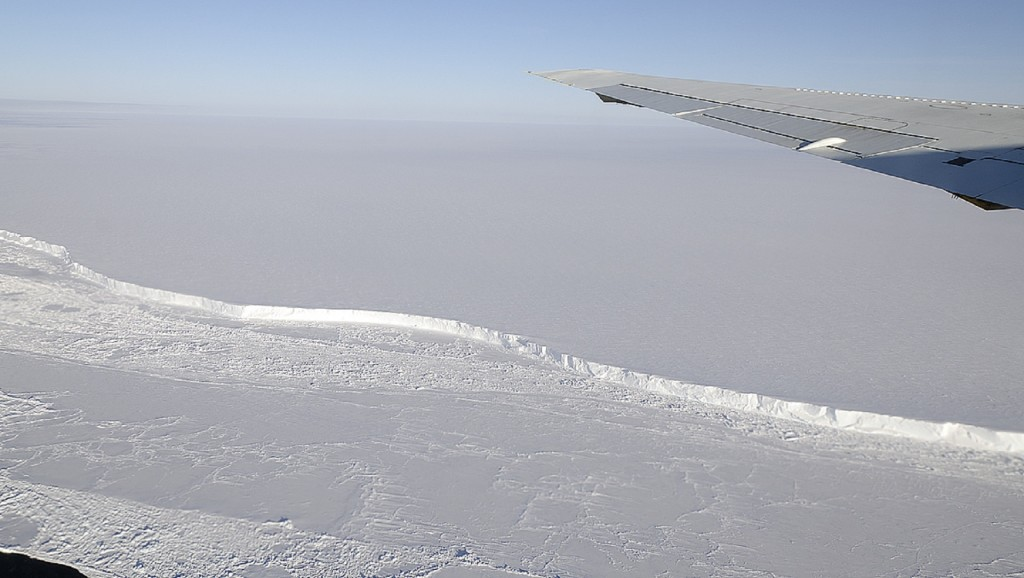 Piece of Antarctica twice the size of NYC may soon break off
