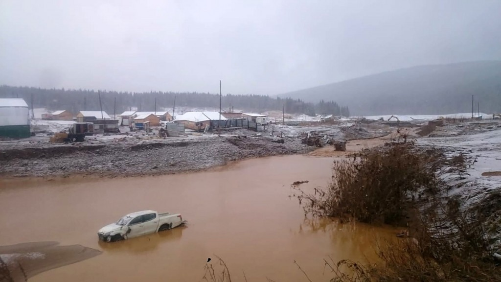 Frantic search for survivors after deadly Siberian dam collapse