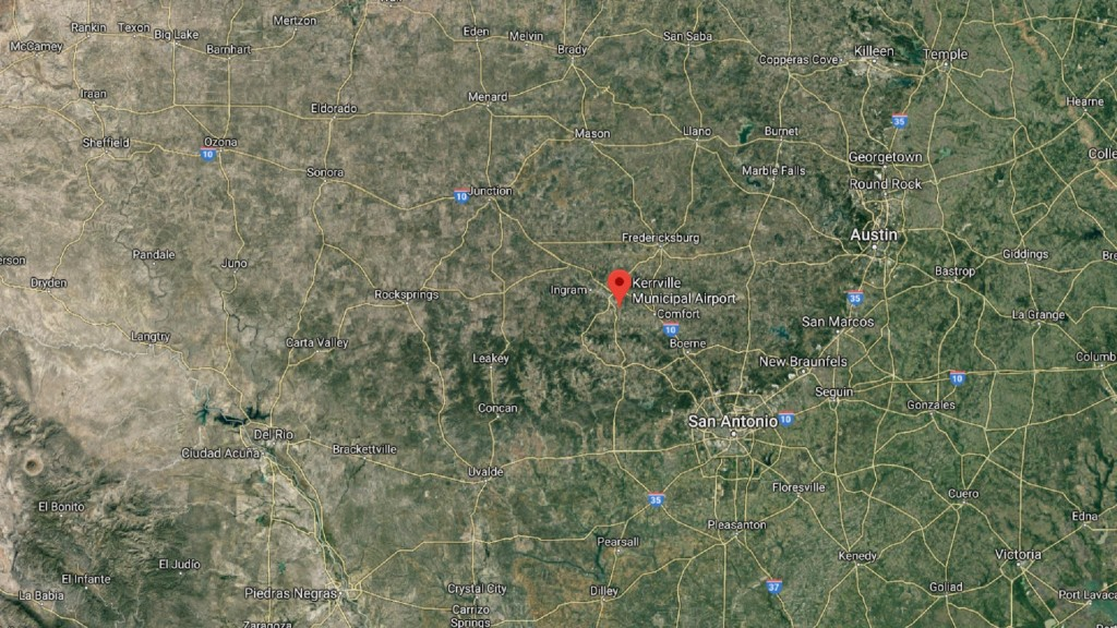 6 killed when small plane crashes in Texas