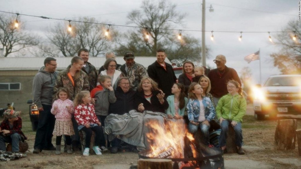 Nebraska town – population 2 – grew to 10 times its size for Thanksgiving feast