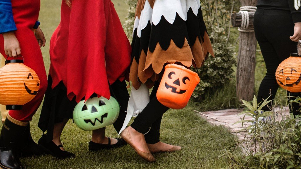 Your guide to Halloween trick-or-treating etiquette