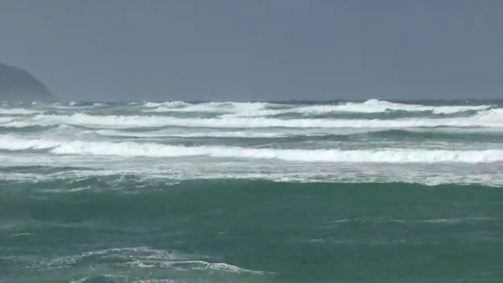 Winter storm in Hawaii produces strong winds, snow