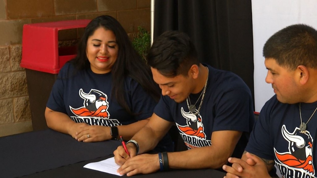 Noah Martinez Signs