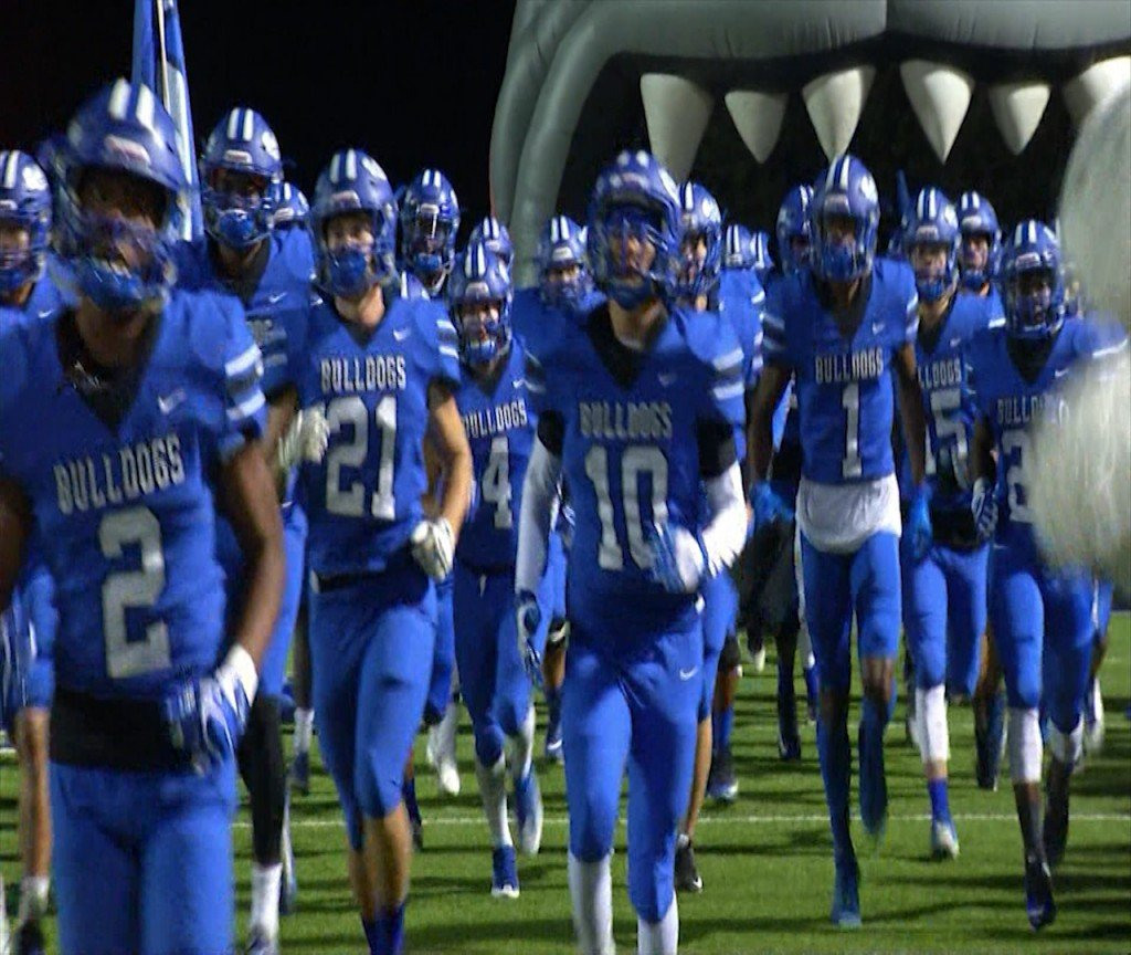 Palacios Sharks are going head to head with Yoakum Bulldogs