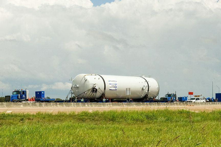Pressure vessel weighing 291,000 pounds traveling through Lavaca County to Victoria