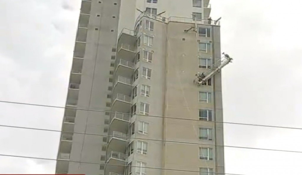 2 Houston Workers Saved From A High Rise Building