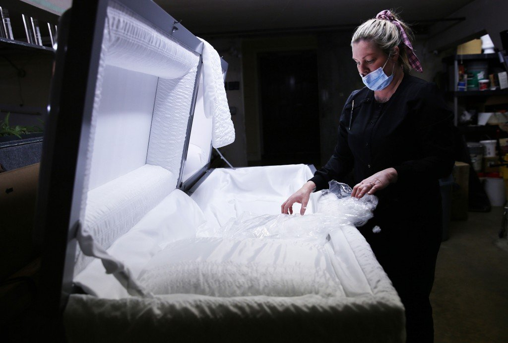 Southern California Funeral Home Works Through Worsening Covid 19 Surge