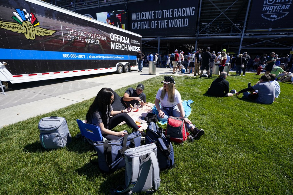 Indianapolis 500 Welcomes 135,000 Fans In Global Benchmark