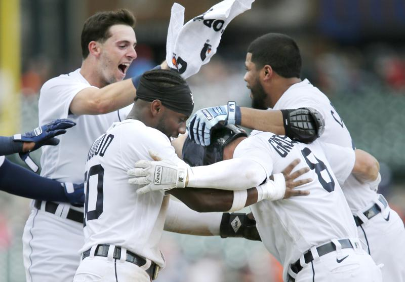 Grossmans 10th Inning Squeeze Bunt Lifts Tigers Over Astros