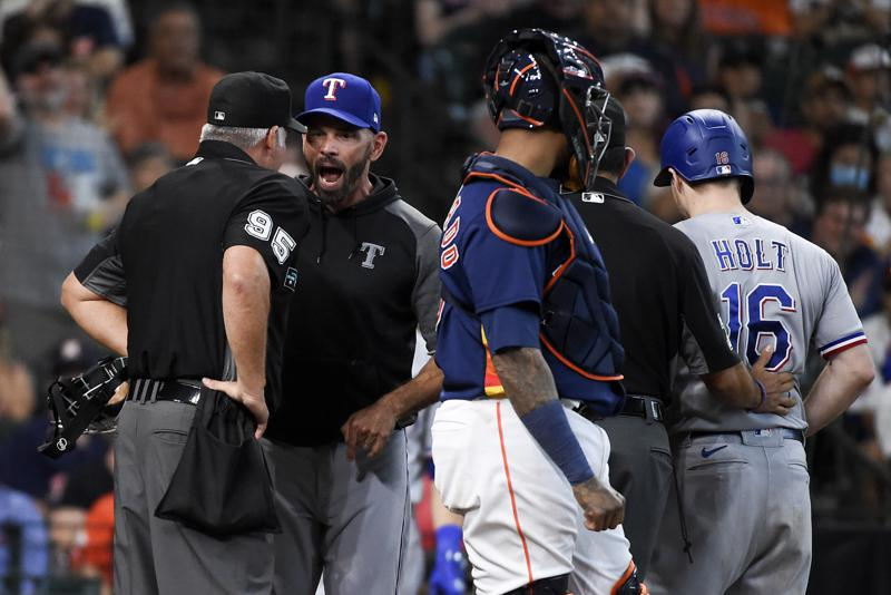 Greinke Leads Astros To 3 1 Win Rangers Lose 12th Straight