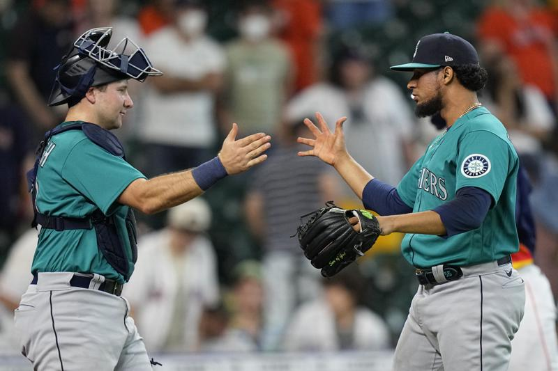 Mariners Score 4 In 11th To Earn 6 3 Win Over Astros