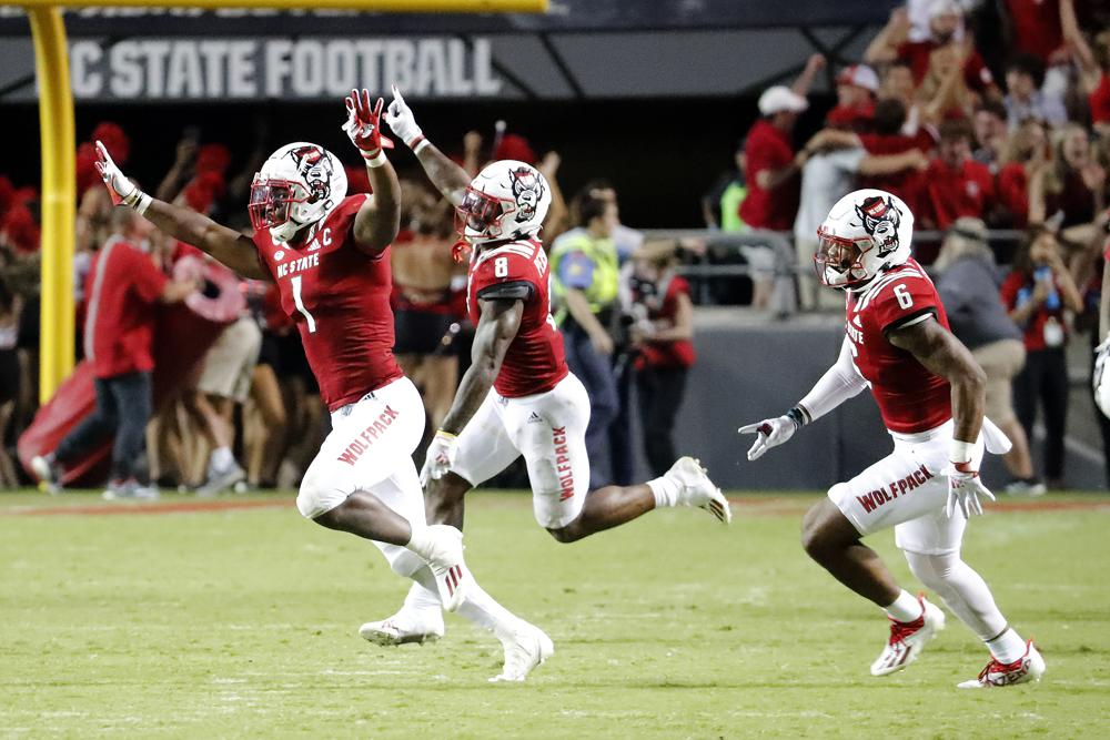 Nc State Holds On In Double Ot Stuns No 9 Clemson 27 21