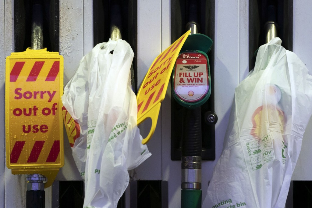 Uk Mulls Calling In Army To Help Ease Gas Shortage At Pumps