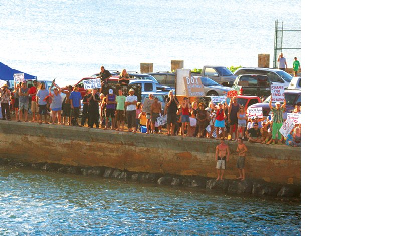 Althought polls indicated broad public support for the Superferry, it brought out thousands of protesters on Kauai (shown here) and on Maui. Photo: Susan Benay