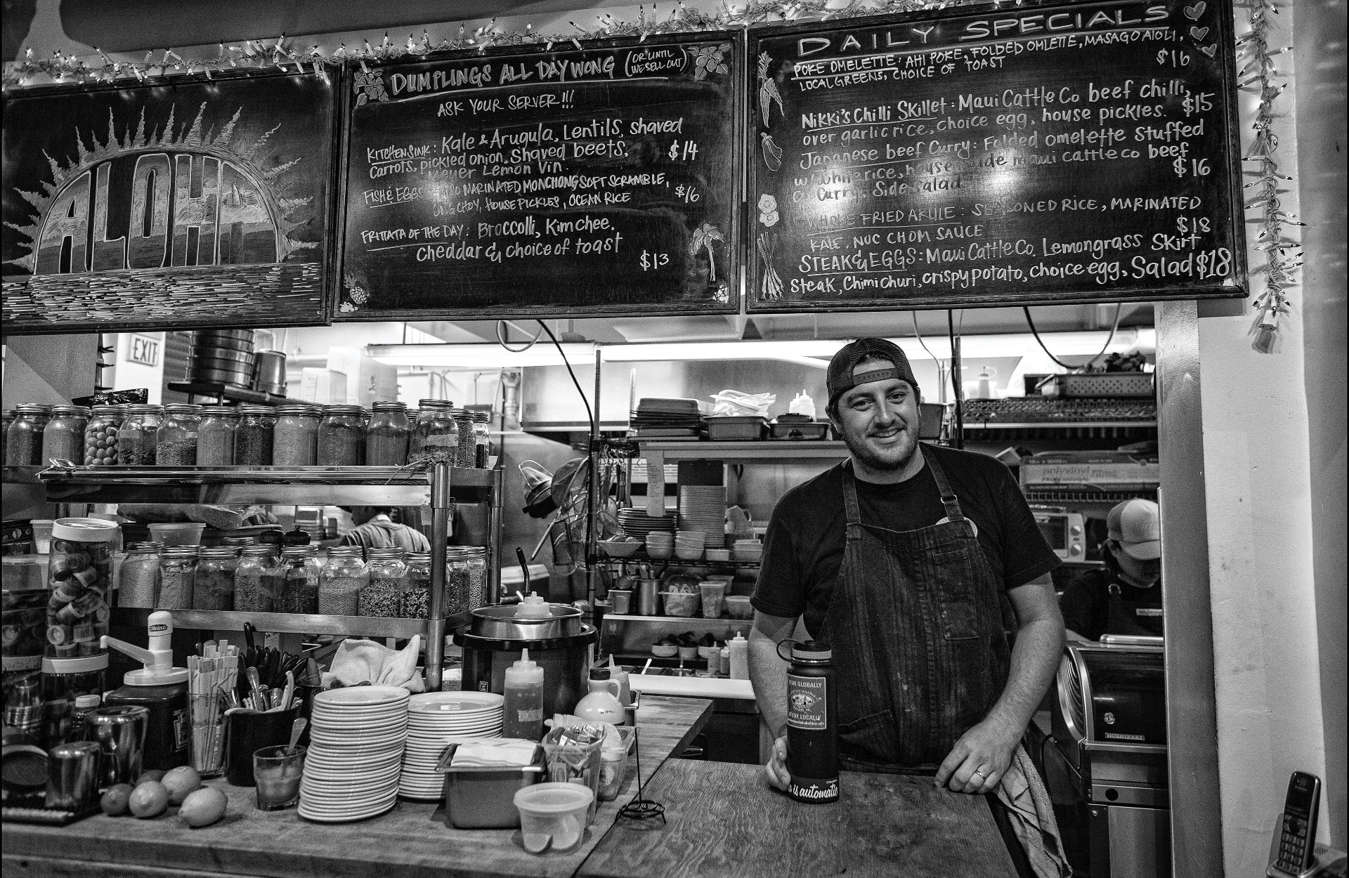 4-2015_NIGHTHAWKS_KOKOHEAD-CAFE
