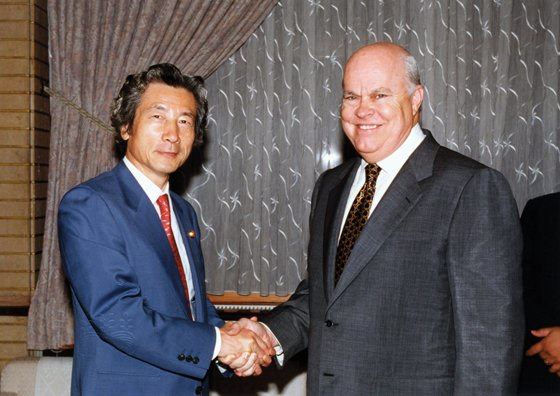 Walter Dods flew to Japan to promote Japanese tourism in Hawaii when it flagged after 9/11. As part of the trip, he met with Japanese Prime Minister Junichiro Koizumi. Photo: Courtesy of Walter Dods Jr.