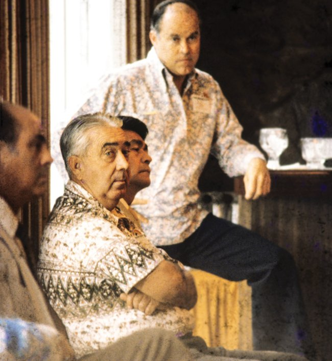 An early meeting of the Japan-Hawaii Economic Council, which played a major role promoting business between Hawaii and Japan starting in the 1970s. Gov. George Ariyoshi sits between John Bellinger (arms crossed) and Walter Dods, who served successively as CEOs of First Hawaiian Bank. Below, Dods with Sen. Daniel Inouye. Photo: Courtesy of Walter Dods Jr,