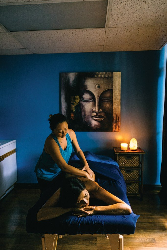 At Red Earth Massage and Wellness in Waikiki's Eaton Square, massage therapist Kyoko Lapan uses a blend of traditional Hawaiian lomi lomi and Swedish techniques to soothe a client's sore muscles. Photo: Aaron Yoshino