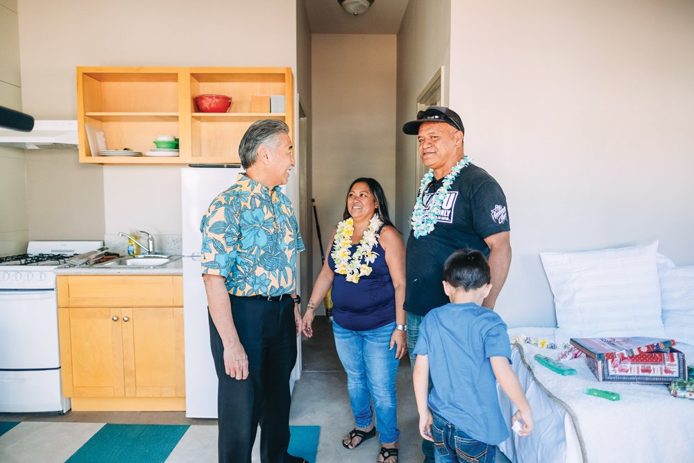 governor david ige talks with family at kahauiki village, photo by aaron yoshino