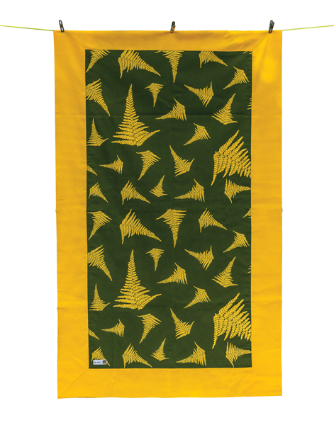 Kapalaiwena'ula Sunny 33-inch-by-54-inch quilt