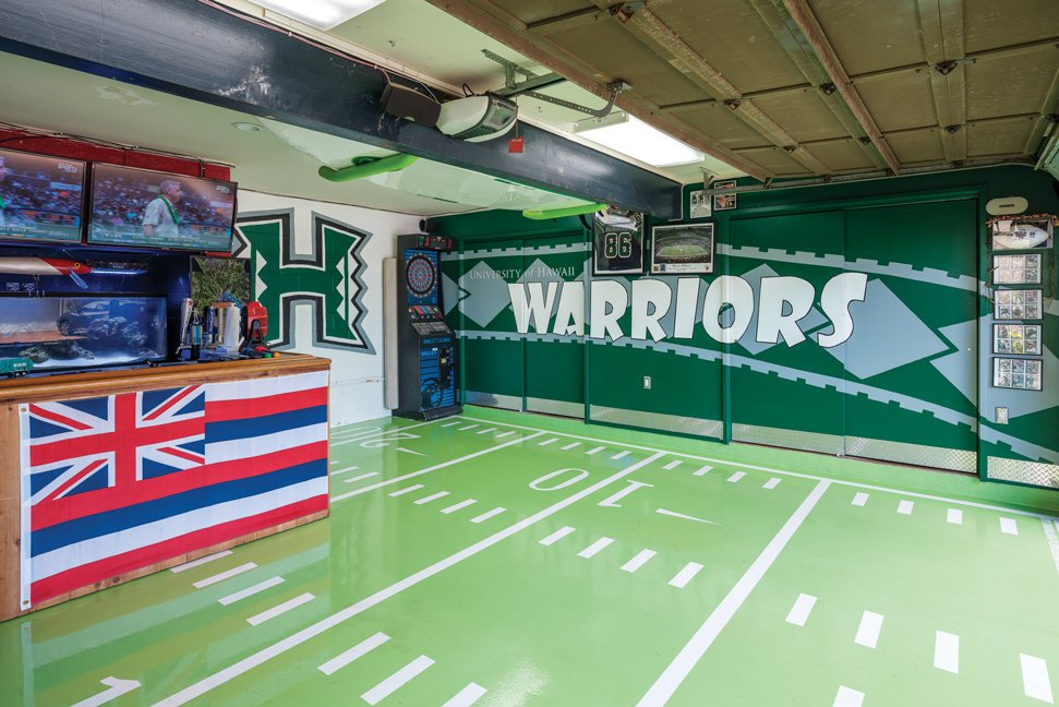 The Ultimate Fan Cave for UH Football