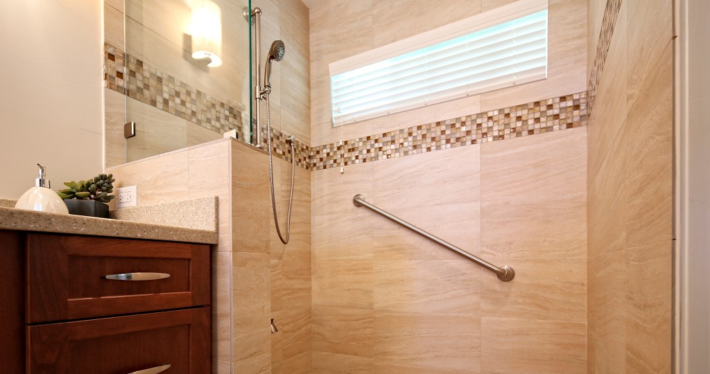 Universal-Interiors---roll-in-shower