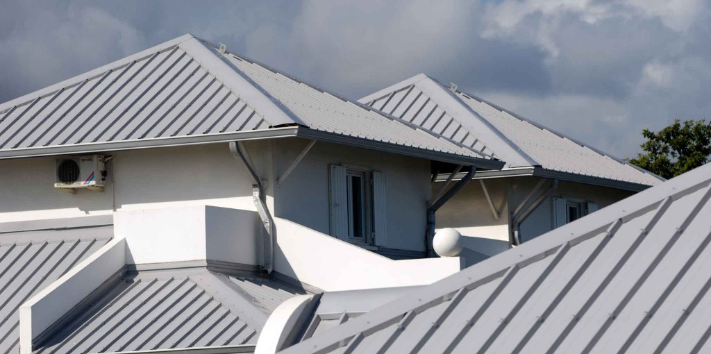 hhr-metal-roof_titine974_ThinkstockPhotos-90713143
