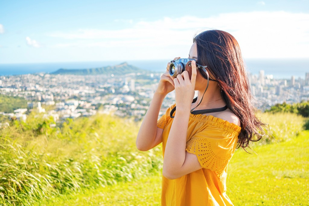 girl taking pictures in hawaii